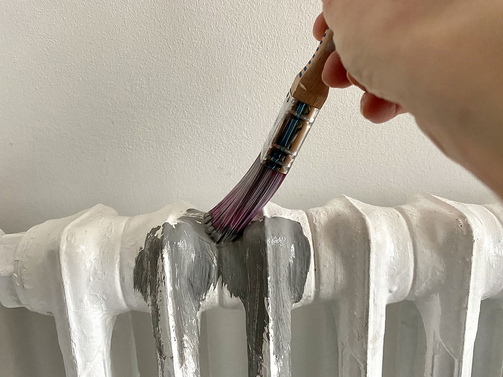 Heizung streichen mit Kreidefarbe Painting The Past