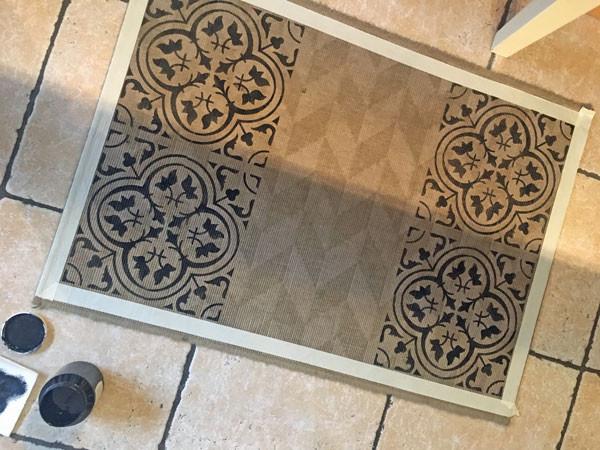 Schablone und Fusion Mineral Paint auf Fußmatte