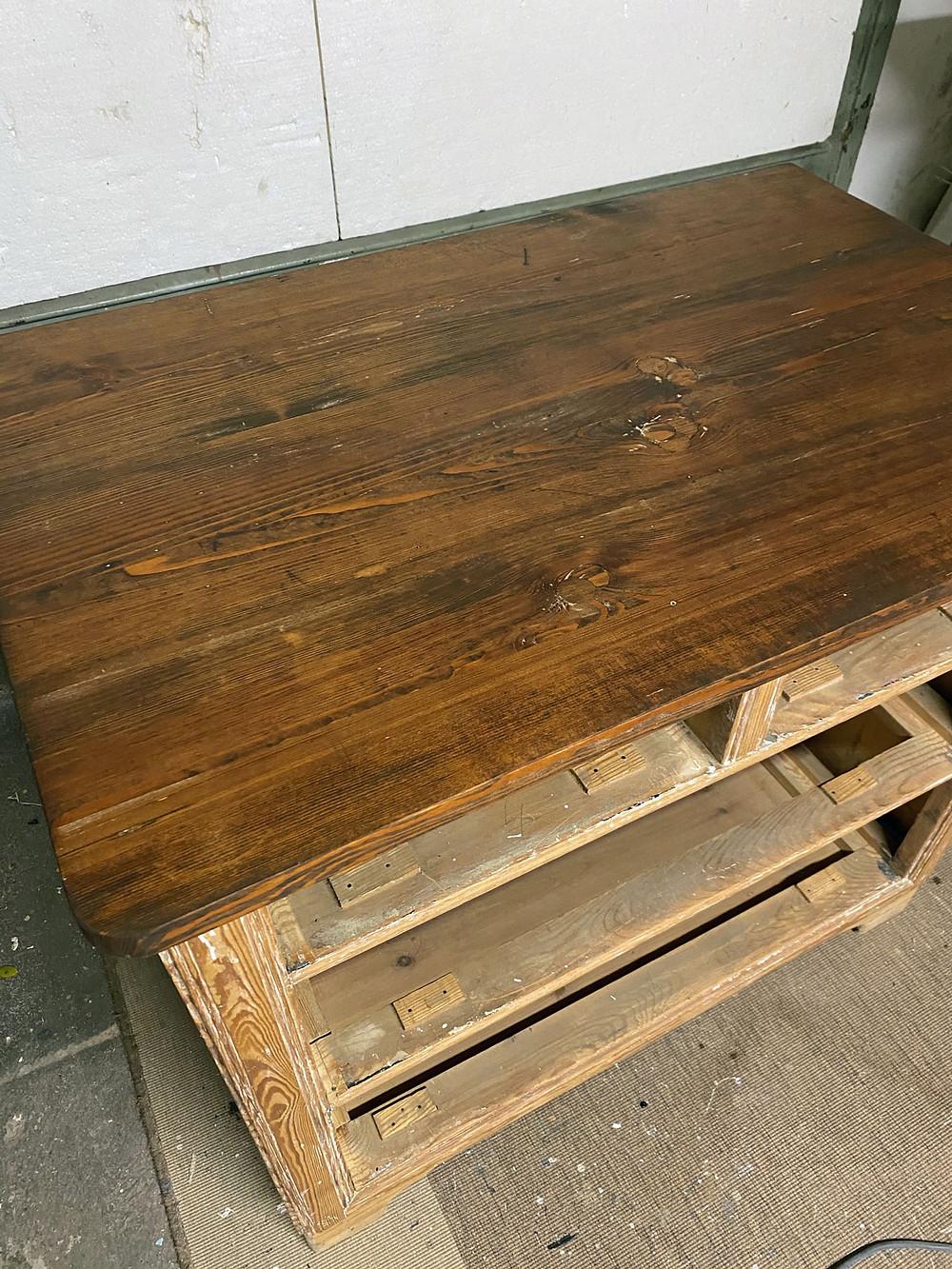 Deckplatte Möbelstück beizen