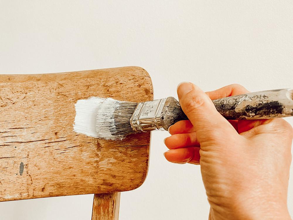 Möbel richtig streichen in 3 Schritten