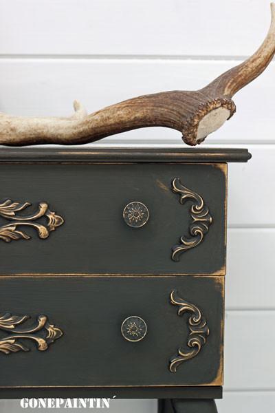 Detailansicht Kommode in Gold und Grafit
