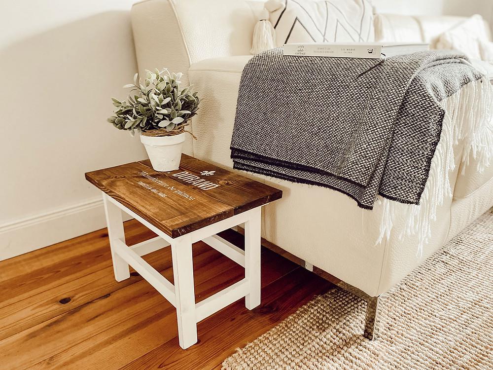 Nachttisch streichen mit Kreidefarbe und Schablone von gonepaintin