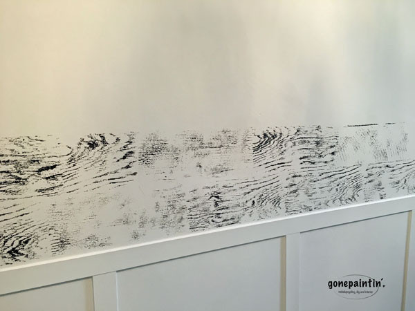 mit Kreidefarbe und Stempel die Wand verschönern