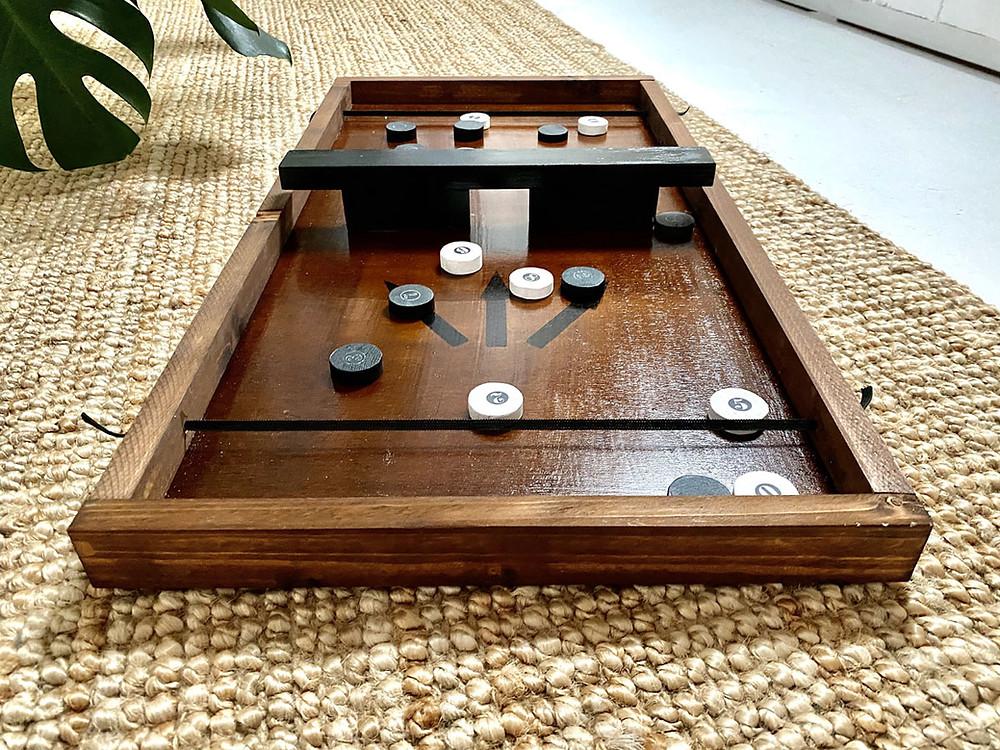 DIY Brettspiel aus Holz mit Pucks