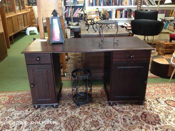 Schreibtisch streichen mit Kreidefarbe