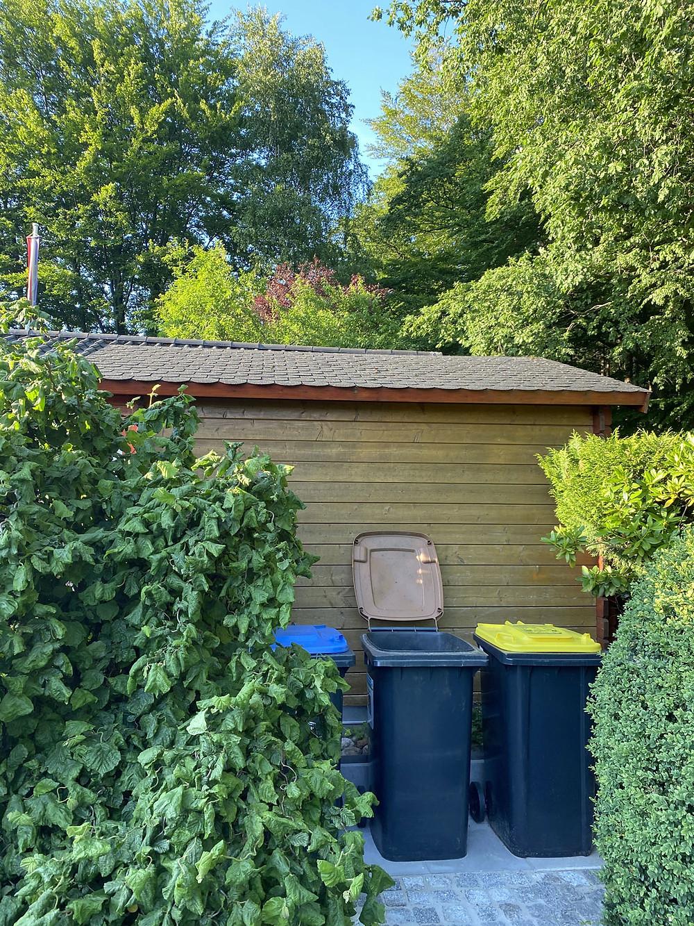 Die Gartenhütte streichen mit Bondex