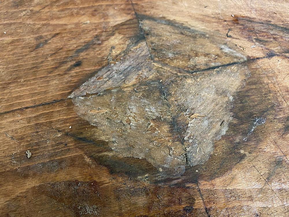 Klebereste entfernen unter dem Furnier