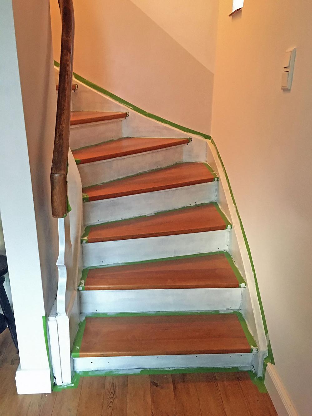 Holztreppe streichen mit Kreidefarbe