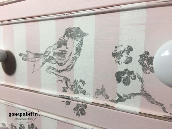 IOD Stempel für Möbel streichen im Shabby chic Stil
