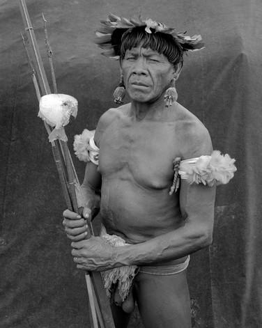 Yawalapiti man with speared fish