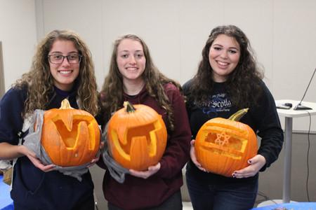 pumpkin carving w hebrew lessons (1).JPG