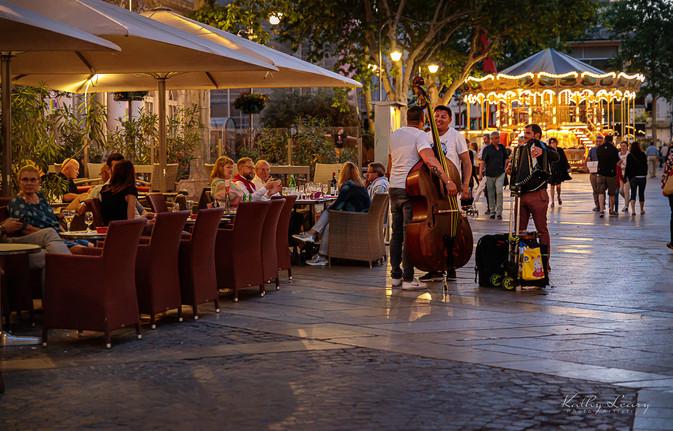 Avignon Plaza