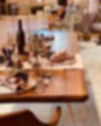 Tisch mit Schweizer Kante