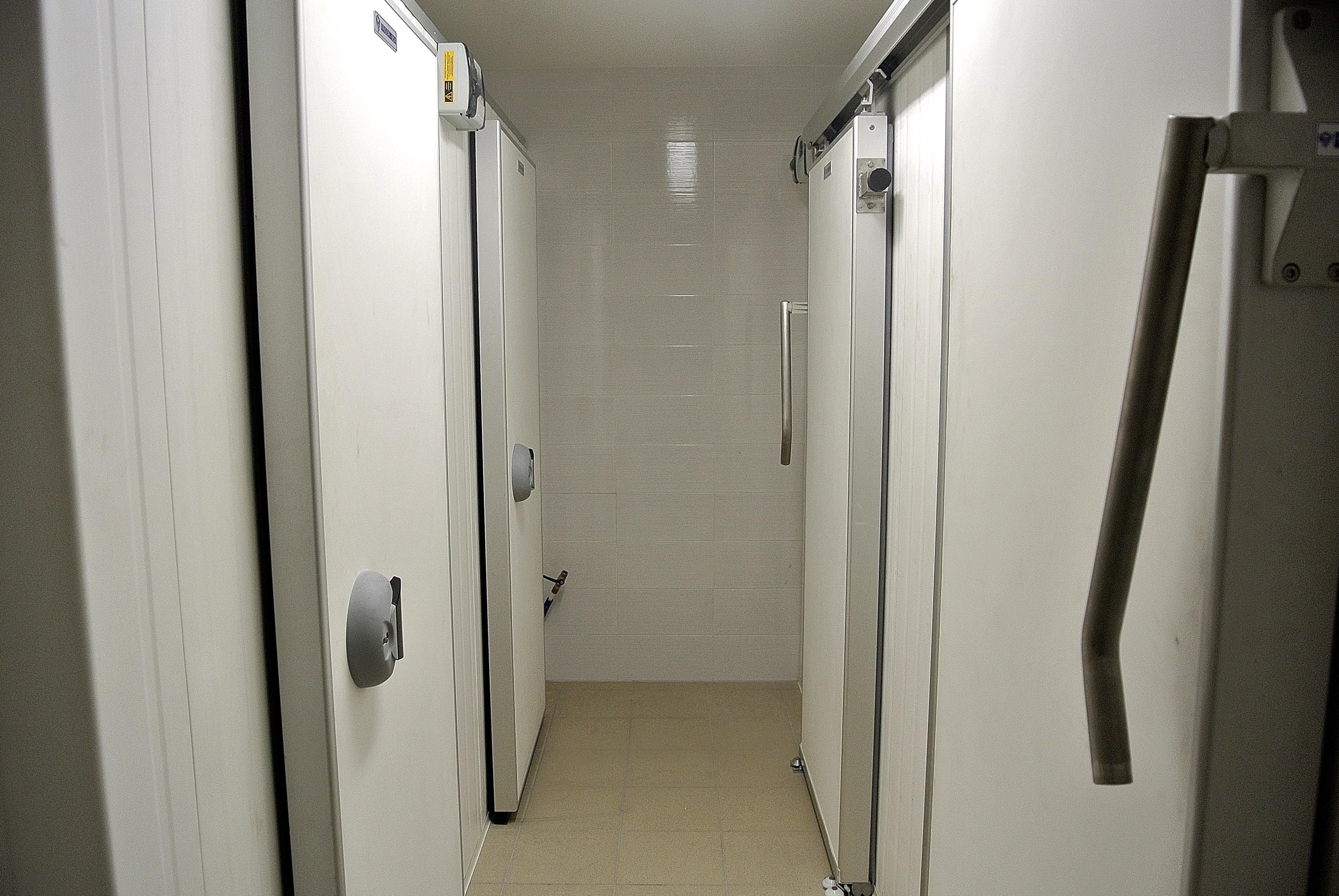 corridoio tra 4 celle con porte scorrevoli per ottimizzare gli spazi