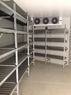Interno Cella con scaffali ed evaporatore a soffitto 1