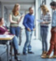 Les étudiants Discussing papier