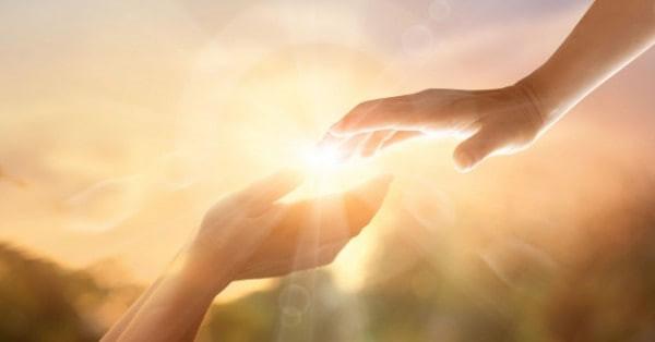 Como o Espiritismo pode ajudar uma pessoa encarnada a suportar a perda de um ente querido?