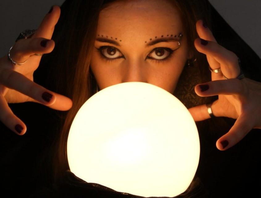 Existe vidência no copo, na vela e na bola de cristal?