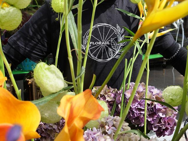 Blumentransport mit dem Fahrrad