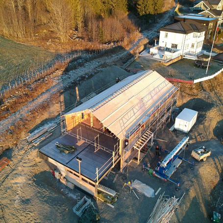 Dronebilde av tømmerhus (Lillehammer)