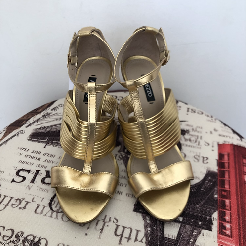 Sandália dourada Arezzo