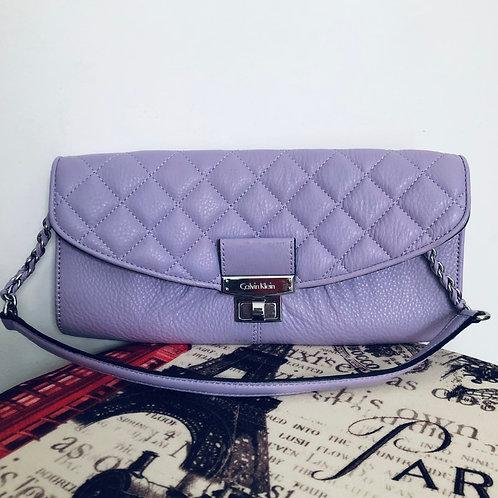 Bolsa de couro lilás Calvin Klein