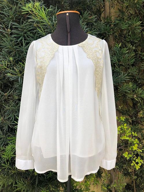 Blusinha branca bordada