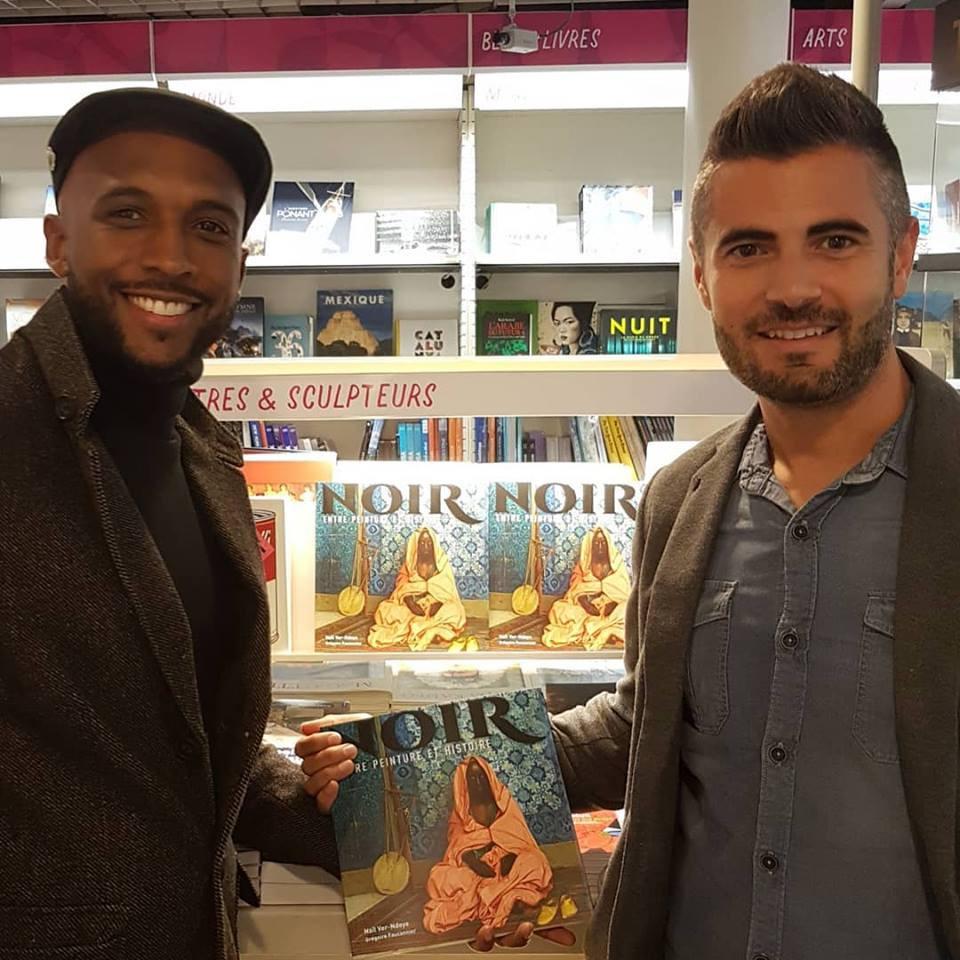 """Naïl Ver-Ndoye et Grégoire Fauconnier, auteurs du livre """"Noir, entre peinture et histoire"""" sur Kelen, promotion de l'art africain"""