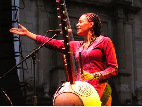 Après les livres, la musique! Zoom sur… la Kora et la talentueuse Sona Jobarteh