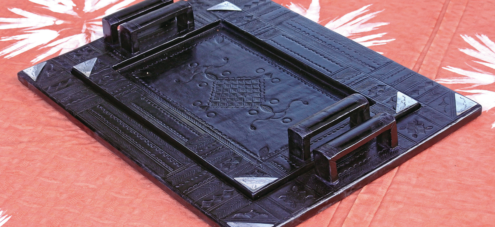 Touareg tray