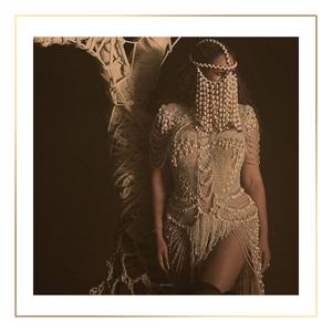 Beyoncé wearing a creation from La Falaise Dion
