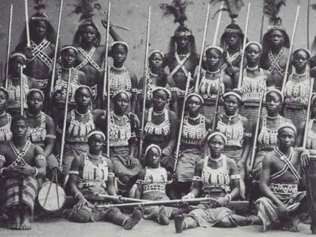"""L'histoire fascinante de femmes soldats, les  """"Amazones du Dahomey"""""""