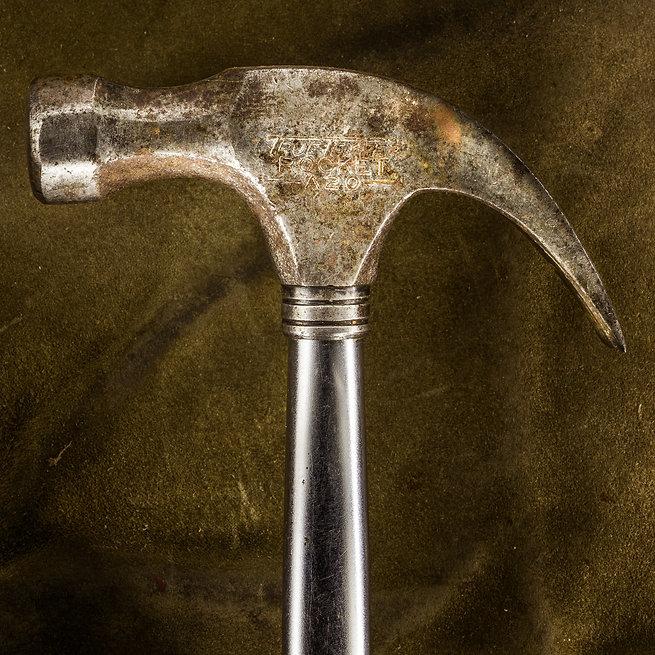 Hammer, Vaarin verstaalla, grandpa's workshop, lightpainting, photography, long exposure, still life, old tools, materials, structures