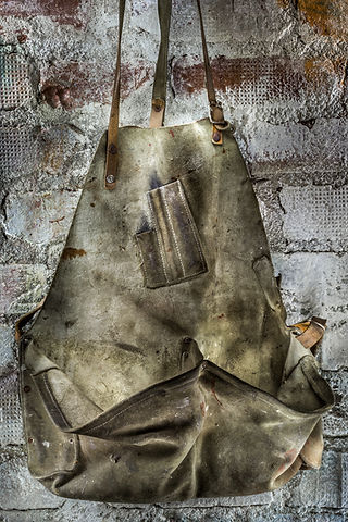 Old nail apron, Vaarin verstaalla, grandpa's workshop, lightpainting, photography, long exposure, still life, old tools, materials, structures