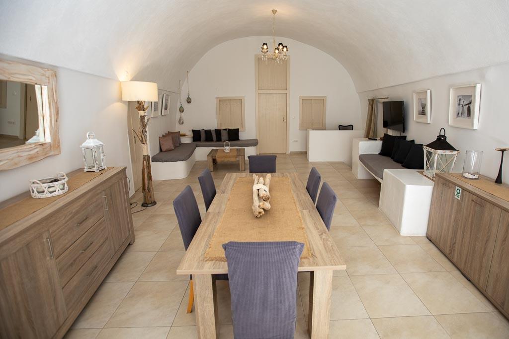Dinning & lounge area.