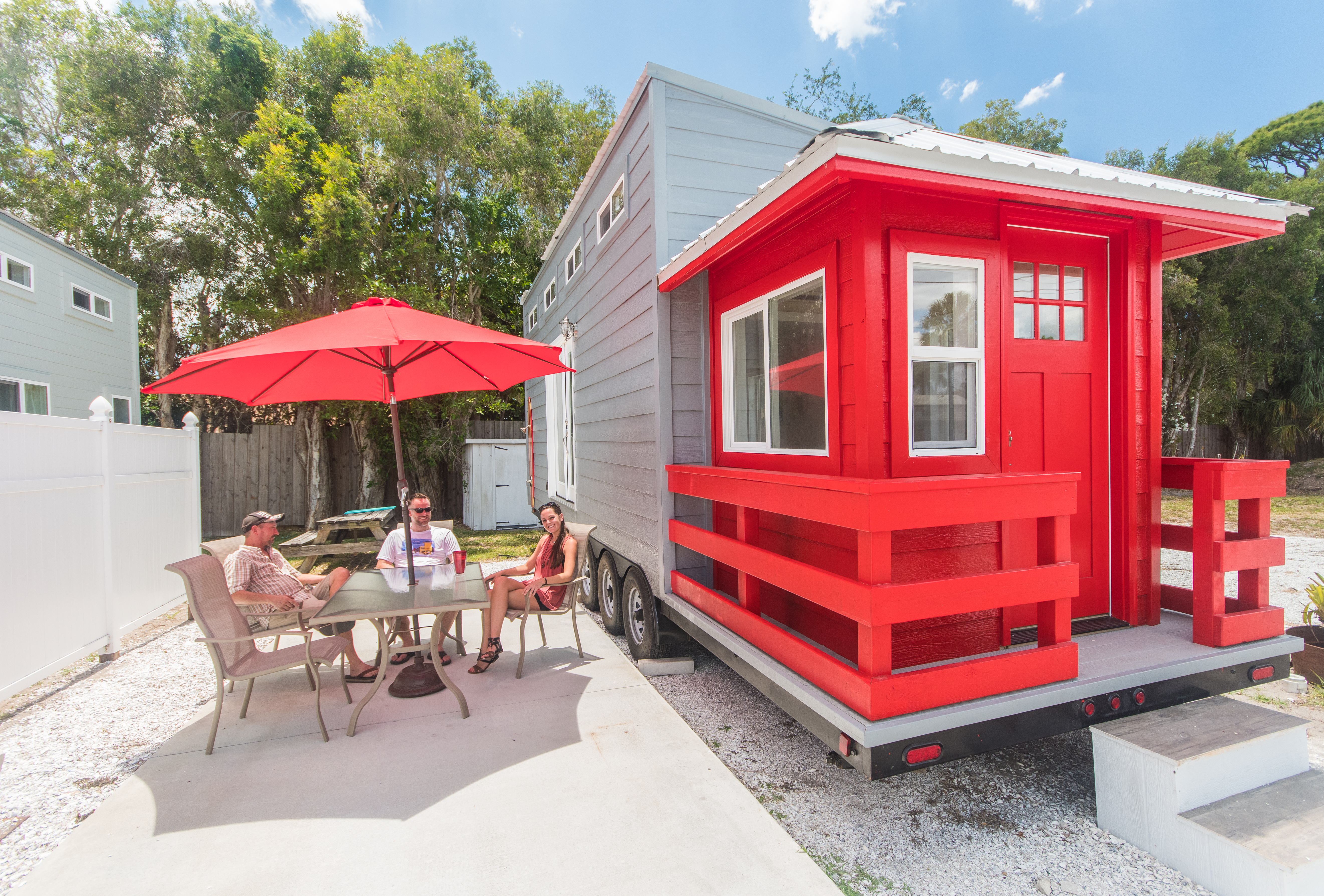 tinyhouse-redtower-peopleattable-0400