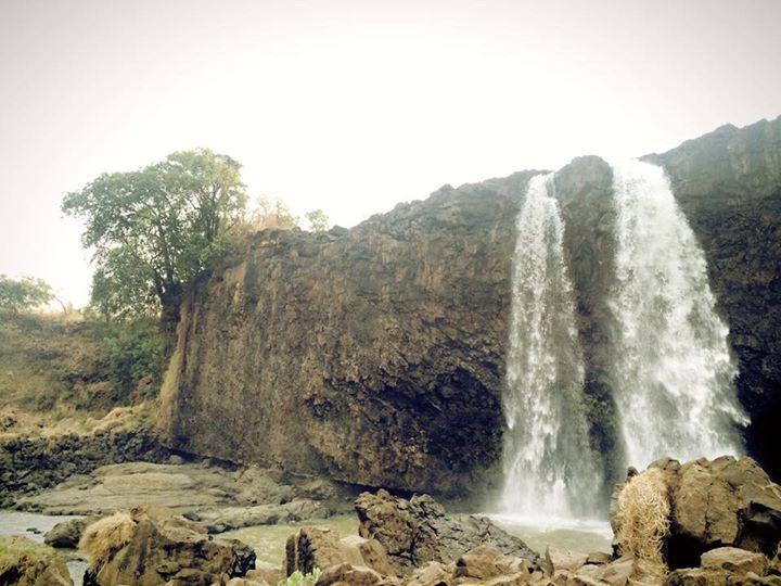 乾季のブルーナイル川の源滝