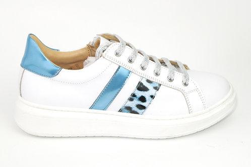 CHERIE/8193bl/sneaker  wit leder strepen lichtblauw luipaard