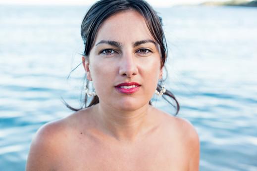 Séance portrait de bord de mer avec Annabelle en Corse oriental