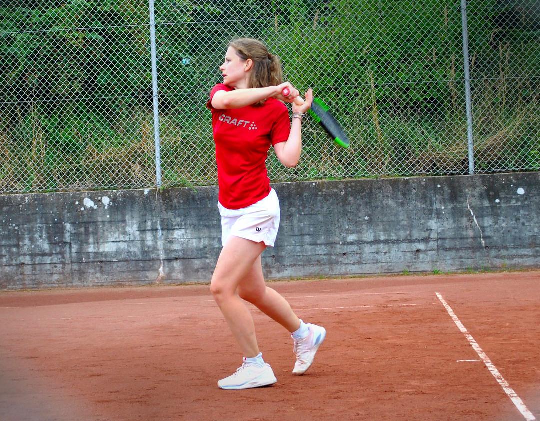 tennis_01.jpg