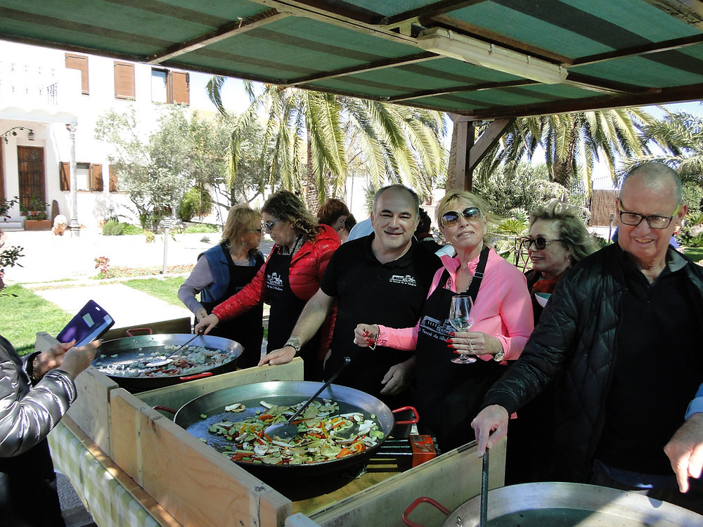 Paella workshop in valencia with the essence of paella