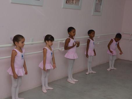 Galpão Casa Nova abriga aulas de dança com Maika Makario