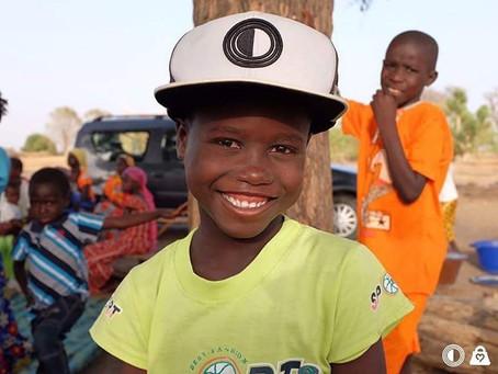 Bonés do IAV chegam a crianças do Senegal