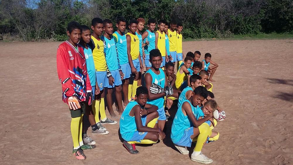 confraternização alunos escola de futebol (3)