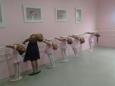 IAV em Acauã: 120 alunas aprendem balé no Espaço Vida & Dança