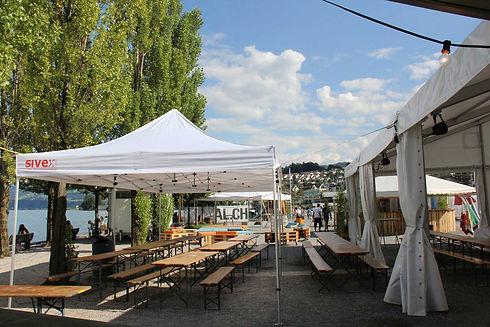 Faltzelt  und Festzelt auf dem Seeplatz Wädenswil am Seefestival