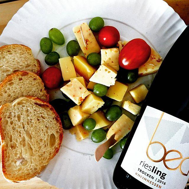 🍷 und 🧀 einfach eine herrliche Kombination!! #wineandcheese #saturdayfun #weinemitformat #becker_w