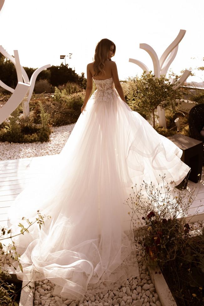 wedding-lounge-brautmode-ingelheim-brautkleider-mainz-wiesbaden-tina-valerdi-mireia-1.jpg