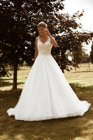 wedding-lounge-brautmode-ingelheim-brautkleider-mainz-wiesbaden-romantica-sylvia-1.jpg