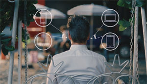 Connectivitat amb smartphones, tablets, ordinadors, TV, equips de música, ...